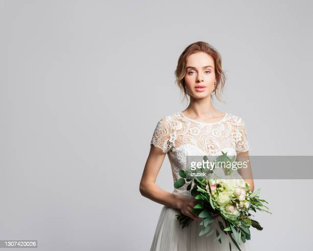 portrait of beautiful bride holding flowers - izusek stock pictures, royalty-free photos & images