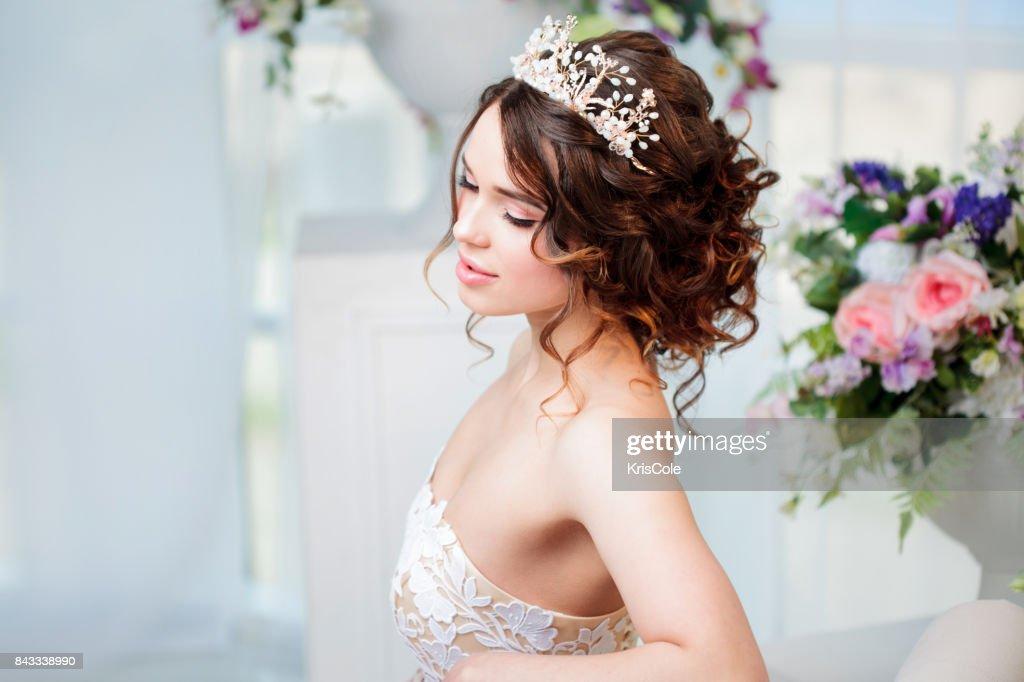 Portrait of beautiful bride in wedding dress : Stock Photo