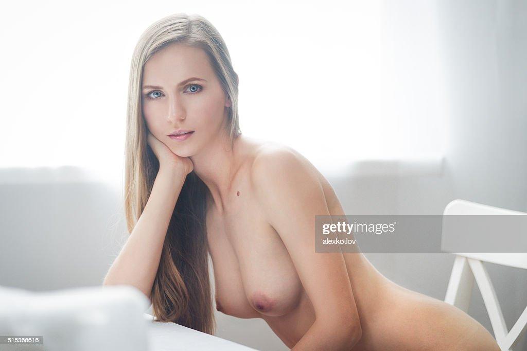 Retrato de mulher jovem bonita brunette : Foto de stock