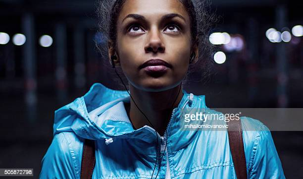 portrait of beautiful girl at night - close up stockfoto's en -beelden