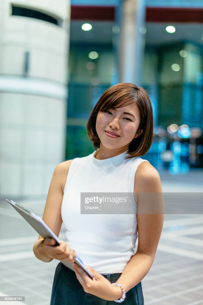 現代企業の美しい日本女性実業家の肖像画 : ストックフォト