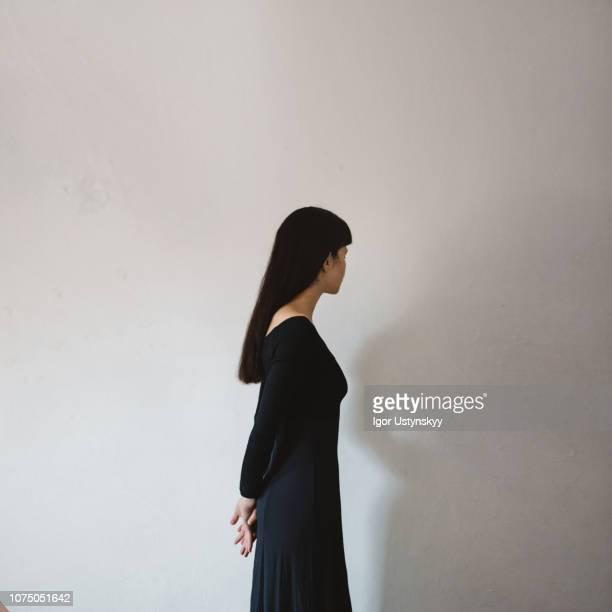 portrait of beautiful mixed race woman - donna vista da dietro foto e immagini stock
