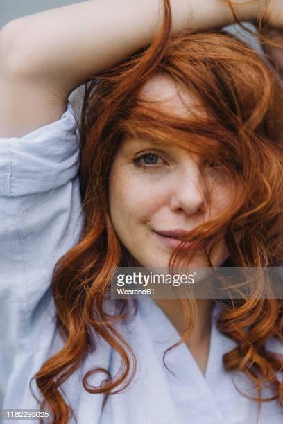 portrait of beautiful redheaded woman - sproet stockfoto's en -beelden