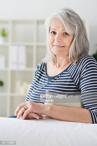老人女性のポートレート、ご自宅でのように美しい