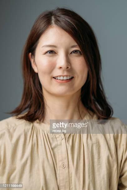 美しい女性の肖像 - 40代 ストックフォトと画像