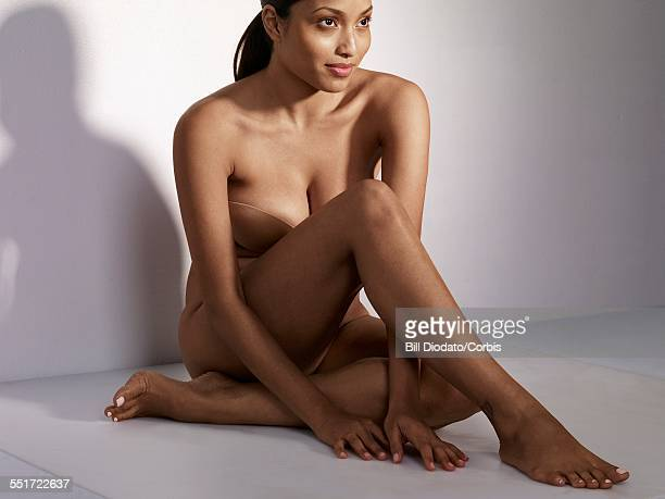 portrait of beautiful woman - negra desnuda fotografías e imágenes de stock