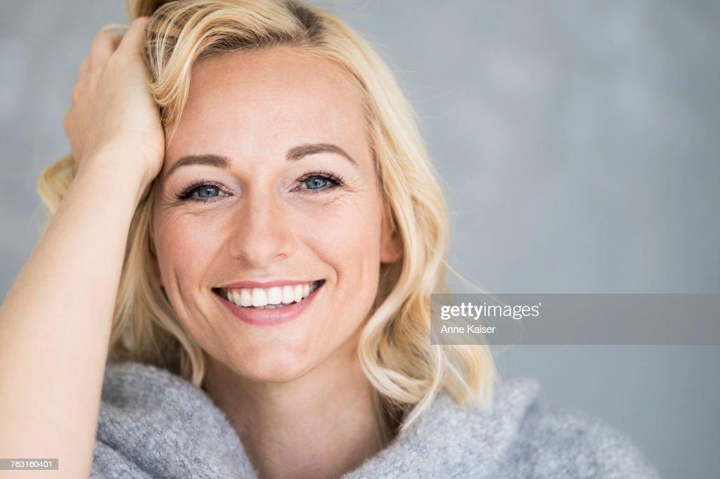 Portrait of beautiful woman : Stock-Foto
