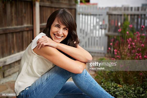 portrait of beautiful woman smiling to camera - 35 39 years stock pictures, royalty-free photos & images