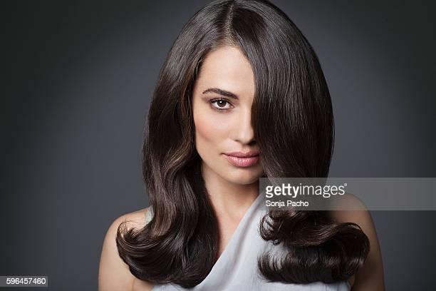 portrait of beautiful woman with long brunette hair - stile di capelli foto e immagini stock