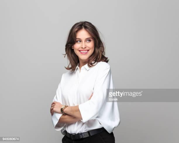 portret van mooie jonge zakenvrouw - izusek stockfoto's en -beelden