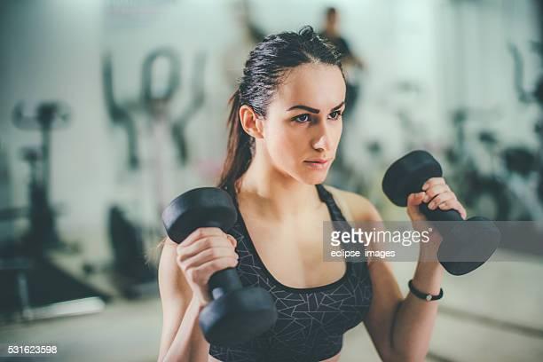 Retrato de mujer hermosa joven deportivo