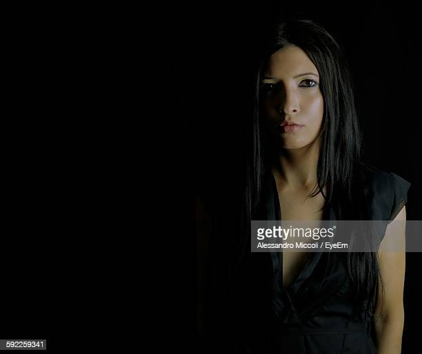 portrait of beautiful young woman against black background - alessandro miccoli fotografías e imágenes de stock