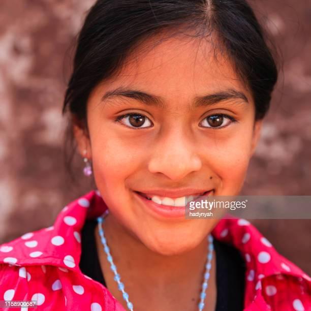 retrato de la belleza chica peruana en pisac, el valle sagrado - cultura peruana fotografías e imágenes de stock