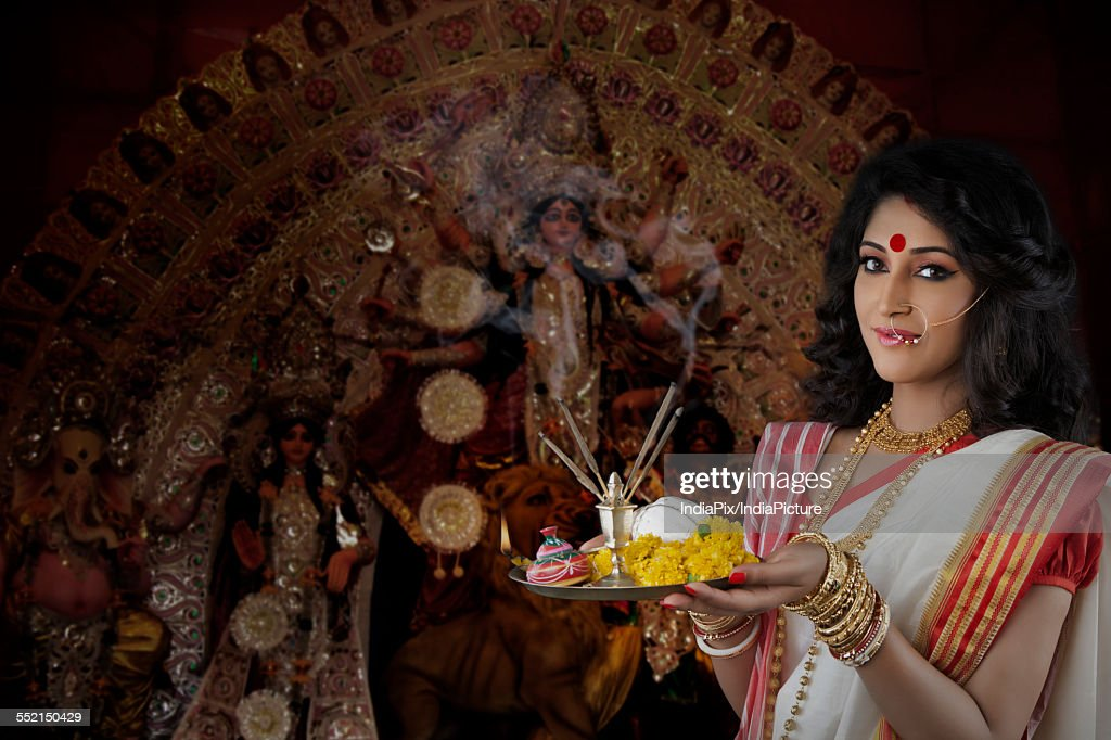 Portrait of Bengali woman holding a puja thali : Stock Photo