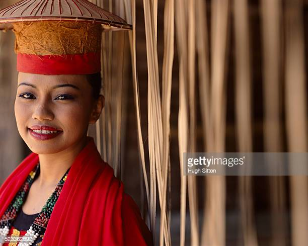 portrait of bidayuh tribal woman - hugh sitton stock-fotos und bilder