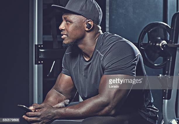 portrait of black athlete - chapéu preto - fotografias e filmes do acervo