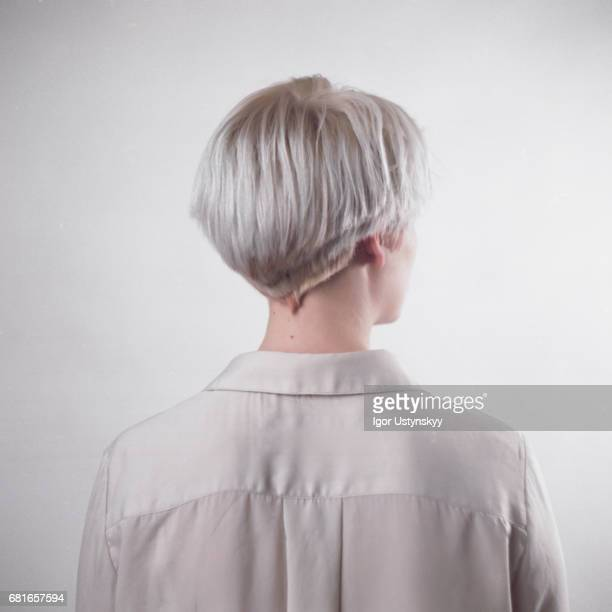 portrait of blond woman in studio - hoofd stockfoto's en -beelden
