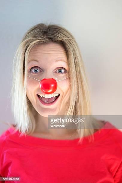 portrait of blond woman with clown's nose - nariz de payaso fotografías e imágenes de stock