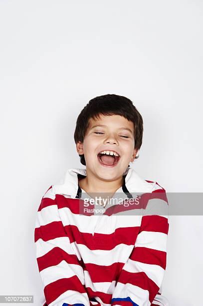 portrait of boy laughing - kind vor der pubertät stock-fotos und bilder