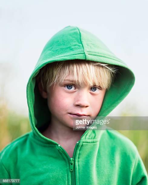 portrait of boy looking at camera - レクサンド ストックフォトと画像