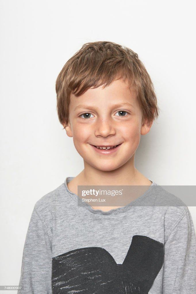 Portrait of boy looking at camera smiling : Stock-Foto