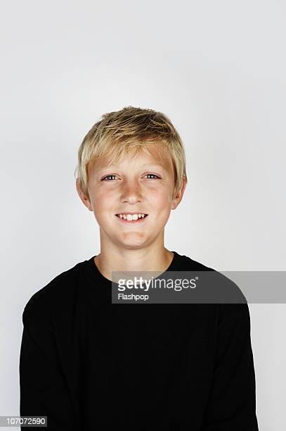 portrait of boy smiling  - tienerjongens stockfoto's en -beelden