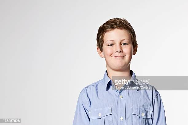 portrait of boy (10-12) smiling - retrato clásico fotografías e imágenes de stock