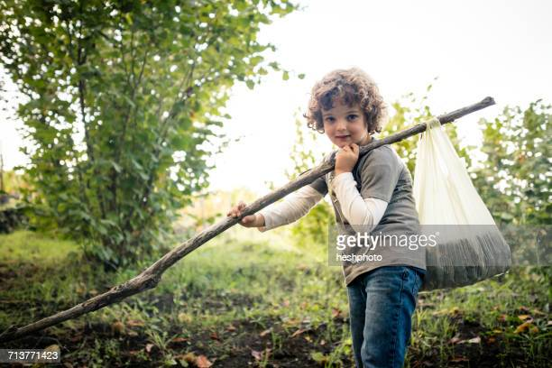 portrait of boy with pole and chestnuts in vineyard woods - heshphoto stockfoto's en -beelden