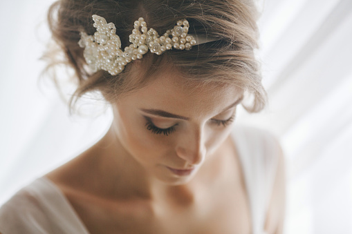 Portrait of bride with pearl headband - gettyimageskorea