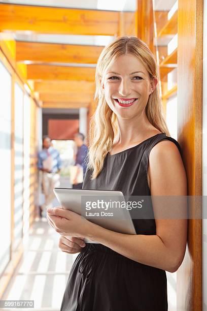 portrait of business woman holding digital tablet - laura belli foto e immagini stock