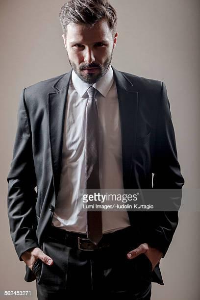 portrait of businessman hands in pockets - mani in tasca foto e immagini stock