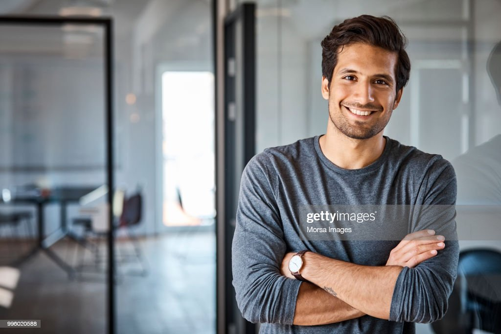 Portrait of businessman with arms crossed : Foto de stock