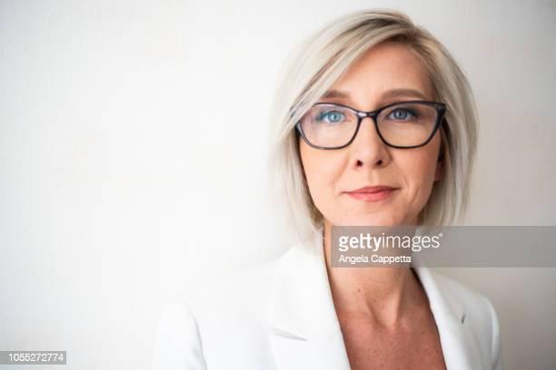 portrait of businesswoman - young at heart woman fotografías e imágenes de stock