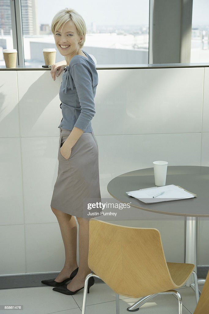Portrait of businesswoman, smiling : Stock-Foto