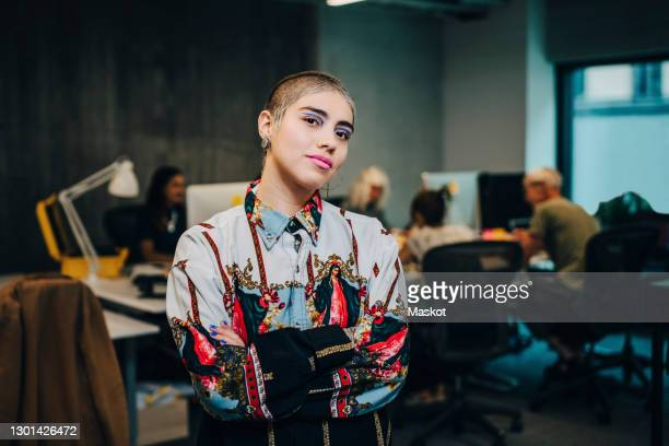 portrait of businesswoman with arms crossed in it company - business stock pictures, royalty-free photos & images