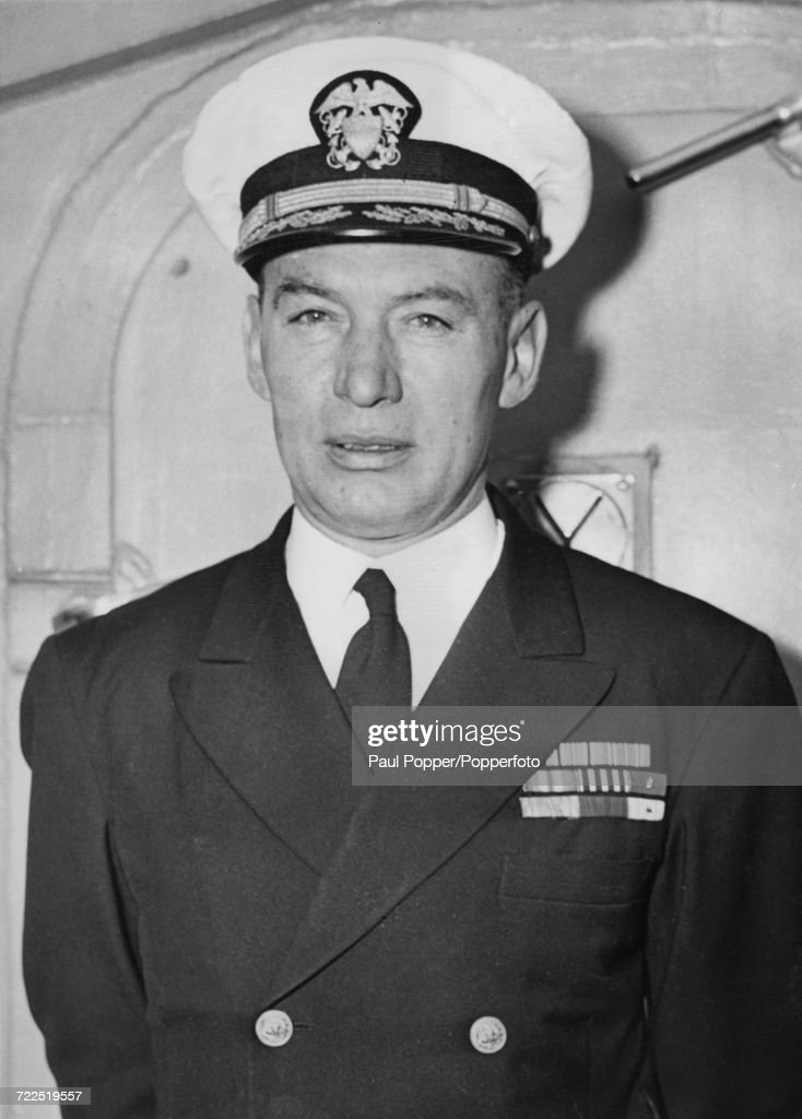 Captain Roscoe H. Hillenkoetter : Nachrichtenfoto