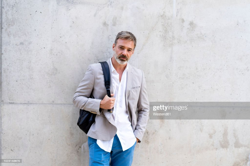 Portrait of casual businessman with backpack : Foto de stock