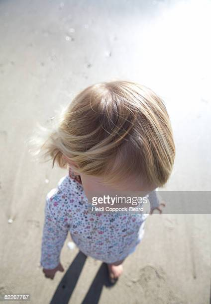 portrait of child from above - heidi coppock beard - fotografias e filmes do acervo