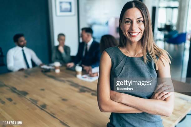portrait of confident business woman - mezzo busto foto e immagini stock