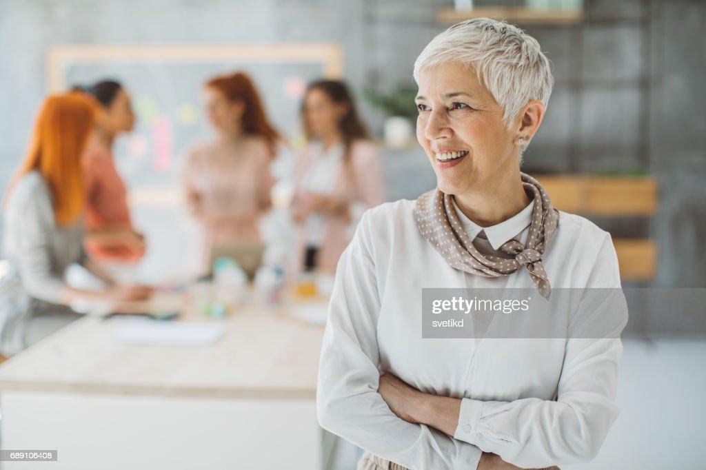 Retrato de mujer de negocios con confianza : Foto de stock