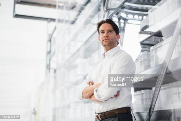 portrait of confident businessman in a factory - industriebetrieb stock-fotos und bilder