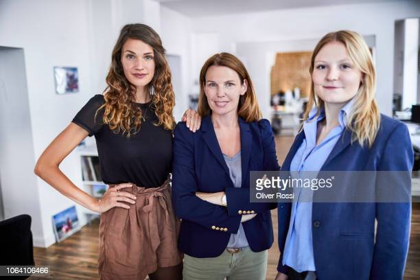 portrait of confident female businesss team in office - drei personen stock-fotos und bilder
