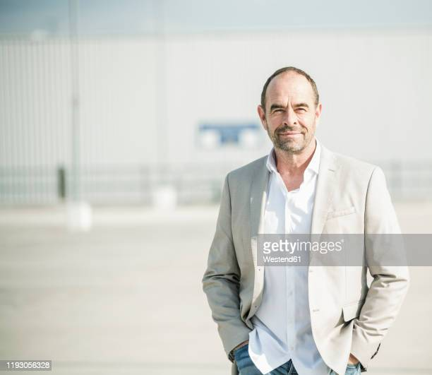 portrait of confident mature businessman outdoors - gray blazer stock pictures, royalty-free photos & images