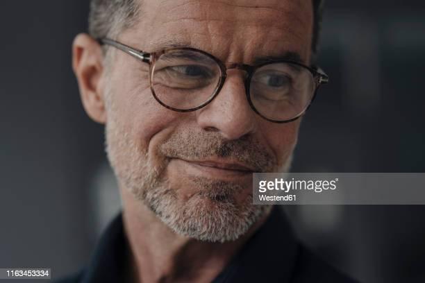 portrait of confident mature businessman - solo un uomo maturo foto e immagini stock