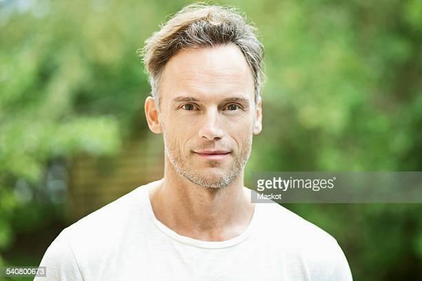 portrait of confident mature man in park - noord europa stockfoto's en -beelden