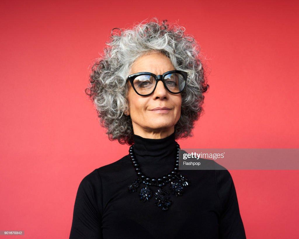 Portrait of confident mature woman : Foto de stock