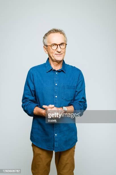 portrait of confident senior man - izusek stock pictures, royalty-free photos & images