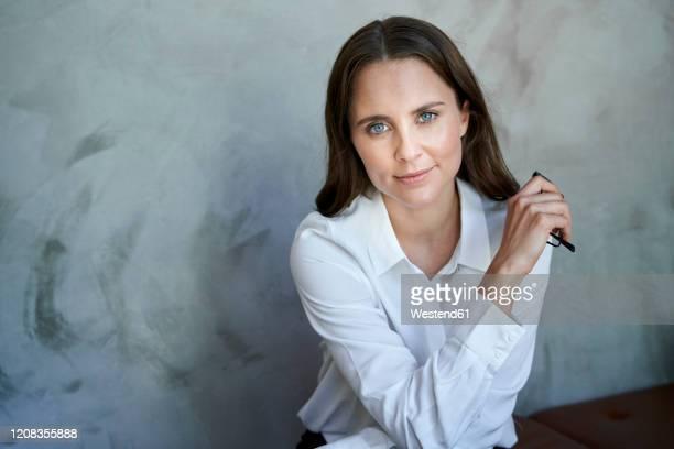 portrait of confident woman wearing white shirt - 白いシャツ ストックフォトと画像
