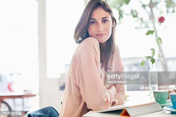 portrait of confident woman with digital tablet in cafe - mulher bonita imagens e fotografias de stock