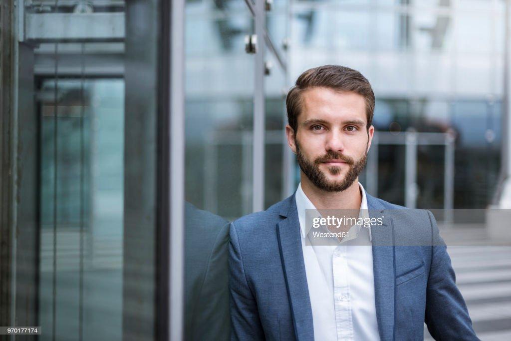 Portrait of confident young businessman : Stock-Foto
